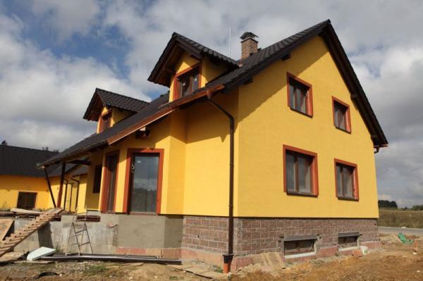 Dokončená fasáda zatepleného domu