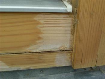 Poškozený povrch dřevěných oken