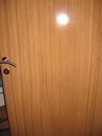Fládrovaný povrch renovovaných dveří