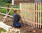 Jednoduchý plaňkový plot