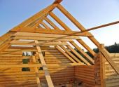 Roubená stavba s tradičním krovem