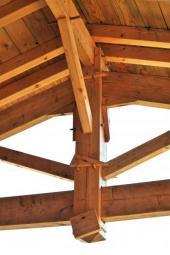 Tradiční krov s dřevěnými spoji