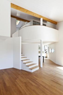 Díky lehkosti a tvarovatelnosti sádrokartonových desek si můžete s prostorem opravdu vyhrát.