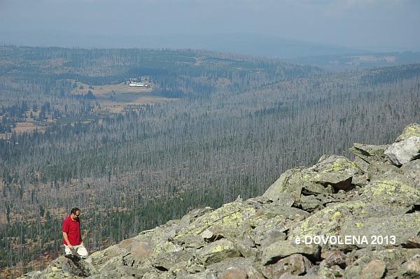 Obr. 1: Pohled z vrcholu Luzný do české části Šumavy