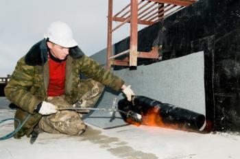 Hydroizolace ploché střechy z živičného materiálu