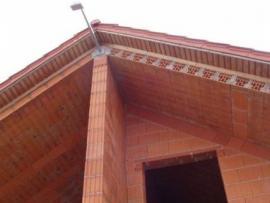 Stropní panely najdou využití i na šikmých střechách