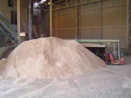 Kvalitní dřevěné pelety se vyrábějí pouze ze suché odkorněné piliny
