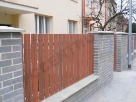 Svislé dřevoplastové plotové profily