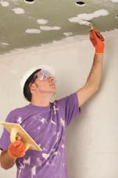 Tmelení sádrokartonu stropního podhledu