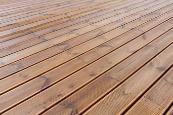 Detail dřevěných terasových prken