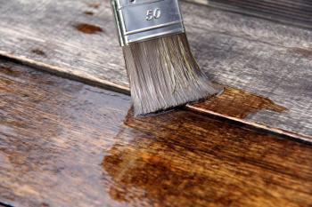 Ošetření dřeva nátěrem
