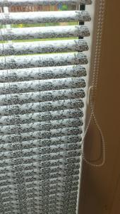 Detail lamel horizontálních žaluzií
