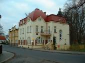 Základní umělecká škola Doksy - sanace vlhkého zdiva, oprava fasády