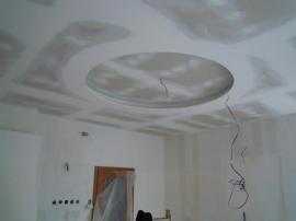 Sádrokartonový stropní podhled po tmelení