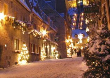 Vánoční výzdoba v dnešních historických centrech měst