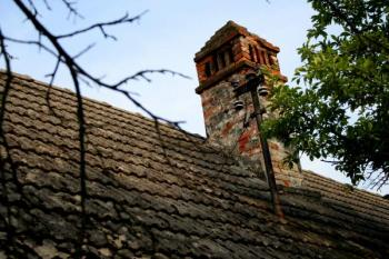 Mnohdy je třeba nadstřešní a půdní část komína zbourat a postavit znova
