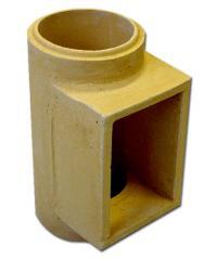 Šamotová komínová vložka s otvorem na dvířka, kterým se komín čistí nebo vybírá