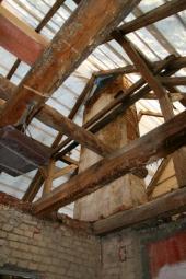 Rekonstrukce domu včetně střechy a stropu