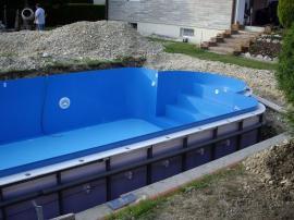 Usazování plastového bazénu