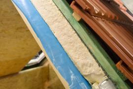 Skladba střešní konstrukce při realizaci podkrovních interiérů - chybí zatím jen vnitřní záklopy tepelné izolace