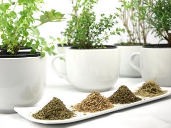 Bylinky v mobilních nádobách a sušené drcené byliny