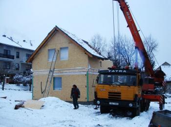 Výstavba domu ze sendvičových panelů