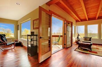 Lakovaná dřevěná podlaha