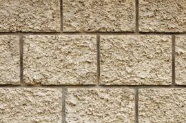 Oplocení z betonových tvárnic v dekoru přírodního kamene