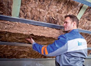 Zateplování šikmé střechy mezi a pod krokvemi