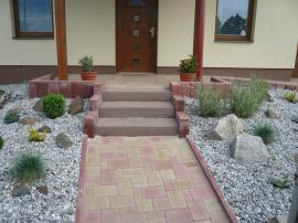 Betonové schodiště a palisády