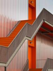 Opláštěná ocelová hala, únikové ocelové schodiště