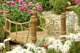 Malý můstek v japonské zahradě