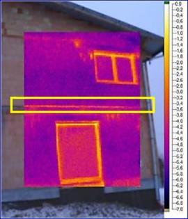 Detail stropu s běžnou maltou - snímek termokamerou