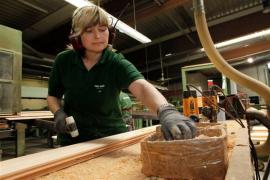 Přesná strojová výroba podlahovek FEEL WOOD