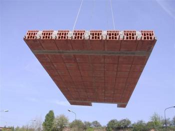 Pokládání keramického stropního panelu