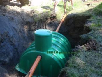 Usazování nádrže na dešťovou vodu