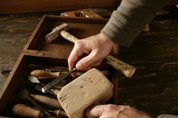 Práce se dřevem se často stává vášní - vybavení řezbáře