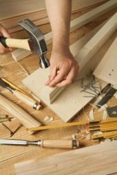 Na práci s kovy si většina kutilů netroufne - ovšem dřevo, to je něco jiného
