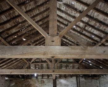Starý dřevěný krov