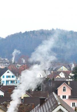 Podíl domácností na celkovém znečištění ovzduší a životního prostředí vůbec narůstá s klesajícími podíly ostatních znečišťovatelů.