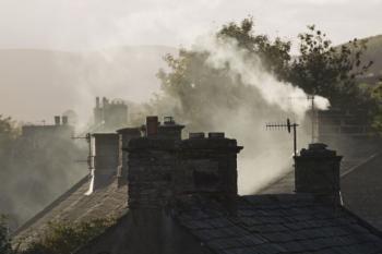 Za inverze se špatně dýchá i v obcích uprostřed panenské přírody - kvůli dýmu z komínů