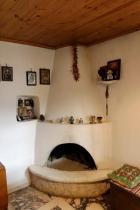 Rustikální krb v interiéru