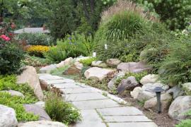 Skalka je součástí geometrického členění zahrady
