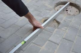 Mezi tradiční závady novostaveb patří chybné spádování dlažby na balkonech a terasách
