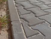 Betonový záhonový obrubník a zámková dlažba