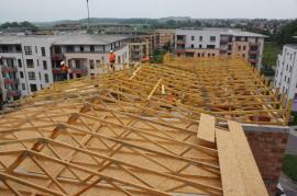 Nová střecha na panelovém domě
