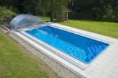 Praktickou bazénovou stříšku lze zcela zasunout a bazén tudíž zcela odkrýt