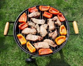 Maso doplňujte zeleninou, při grilování změkne a získá osobitou chuť