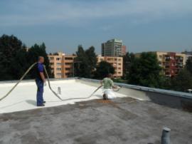 Stříkaná izolace ploché střechy