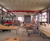 Příprava montované dřevostavby v hale